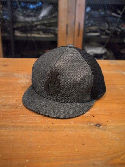 SHORT TRUCKER CAP