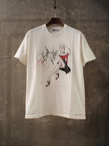GRAPIC CREW NECK TEE<PIN-UP GIRL>