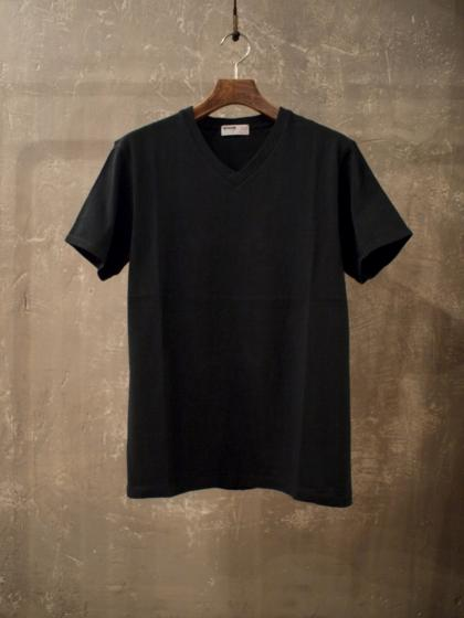 Graphic V Neck T-Shirt<The Man Who...>
